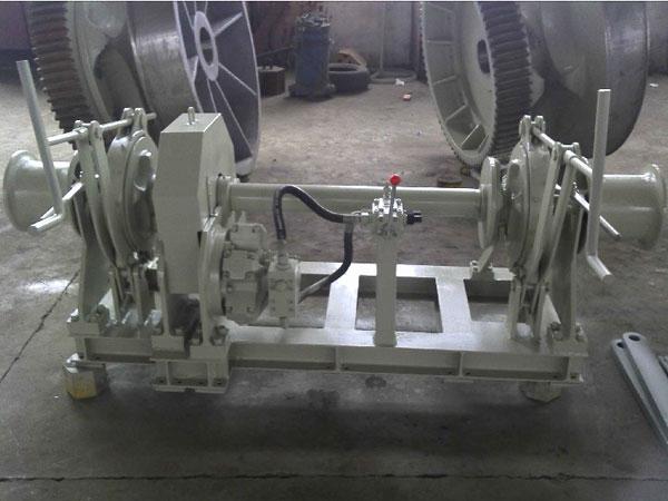 Treuil d'ancre hydraulique avec double tzigane