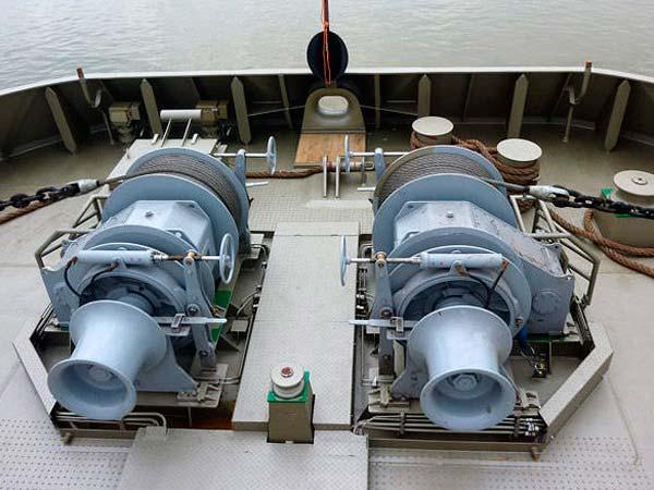 Treuil d'ancre utilisé sur le navire