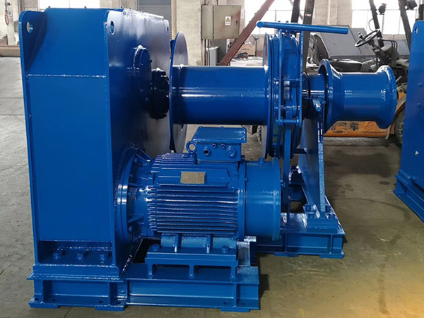 Mooring winch for ship