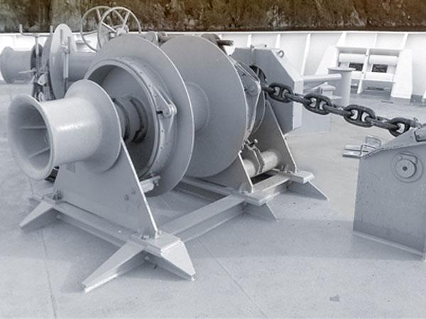 Anchor winch digunakan di kapal