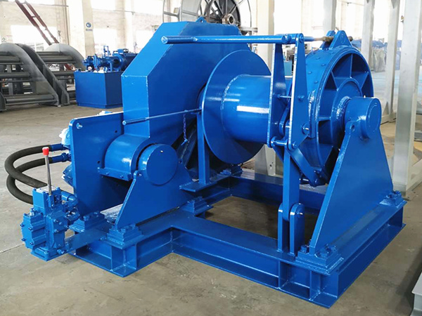 Marine hydraulic winch used on boats for marine operations