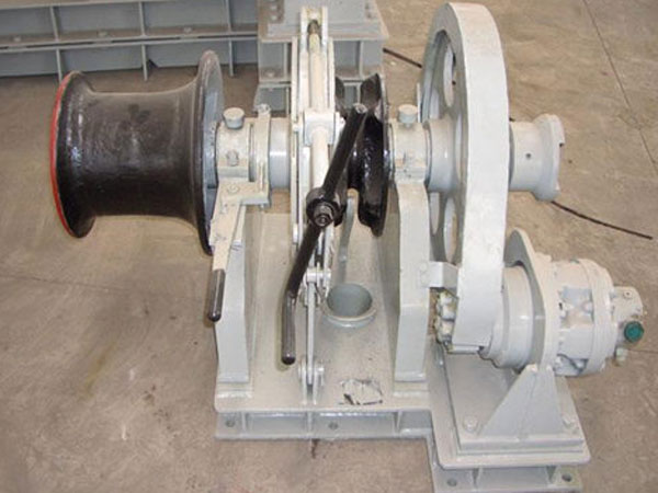Hydraulic anchor winch supplied by Ellsen