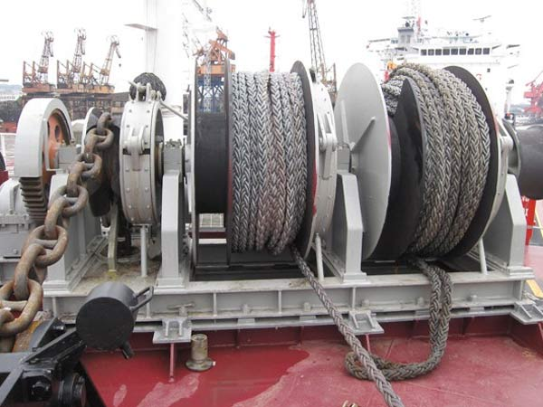 Deck winch supplied by Ellsen