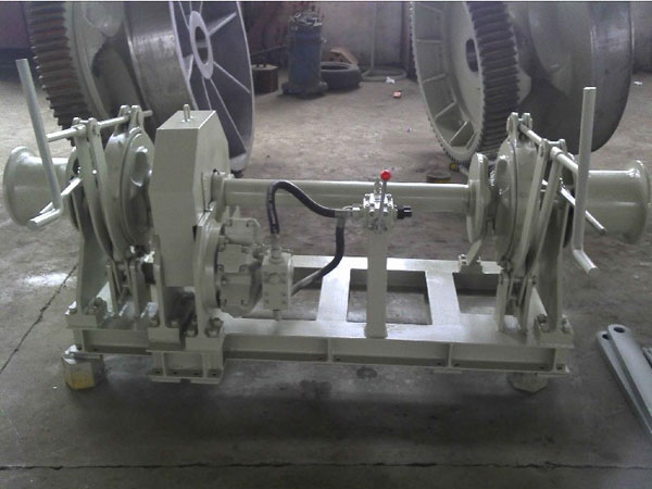 Hydraulic anchor winch with double gypsy