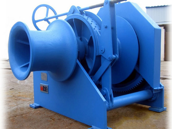 Drum mooring winches for boats