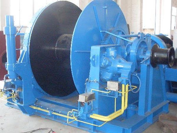 Hydraulic tugger winch used on tugboat