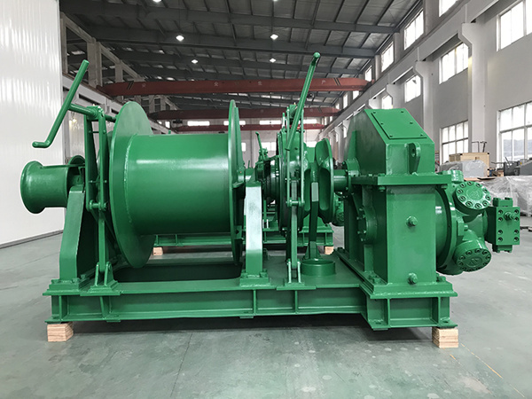Hydraulic vessel windlass