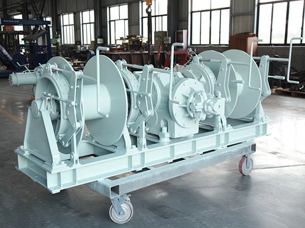 Double drum winches for boats