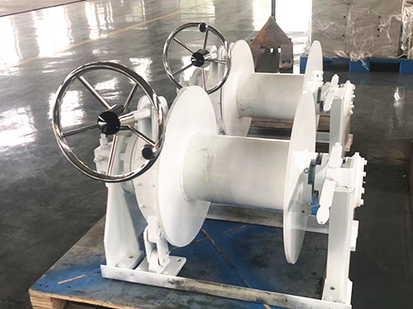 Mooring winch for boat